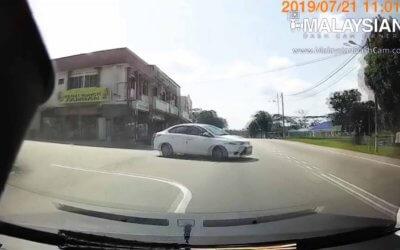 Cut Off / Near Miss Car Videos #1